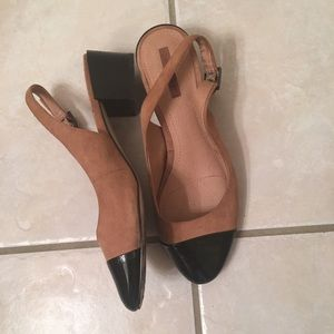 TAHARI tan and black heels